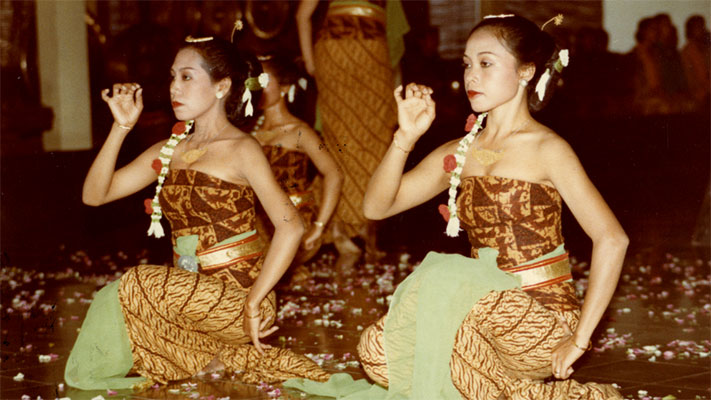 Indonesian Cultural Preservation. 1983. Photo Credit: Paul Berry © Ford Foundation